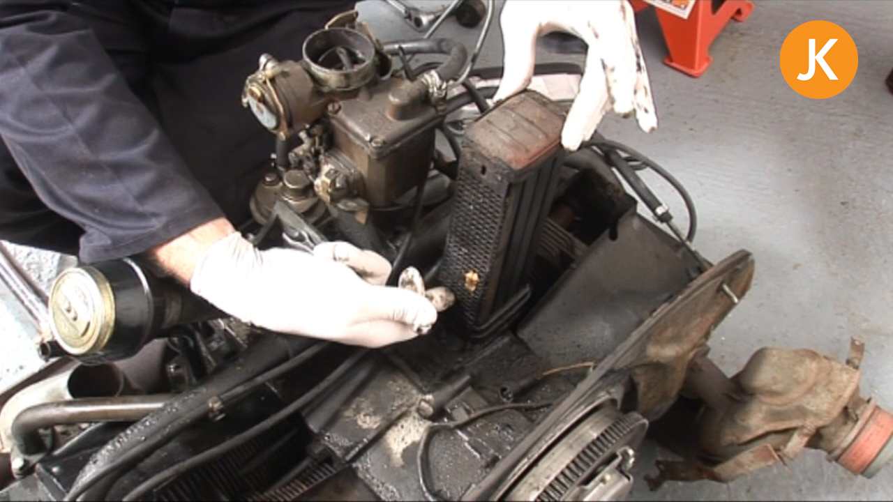How to replace the oil cooler seals (1/2)