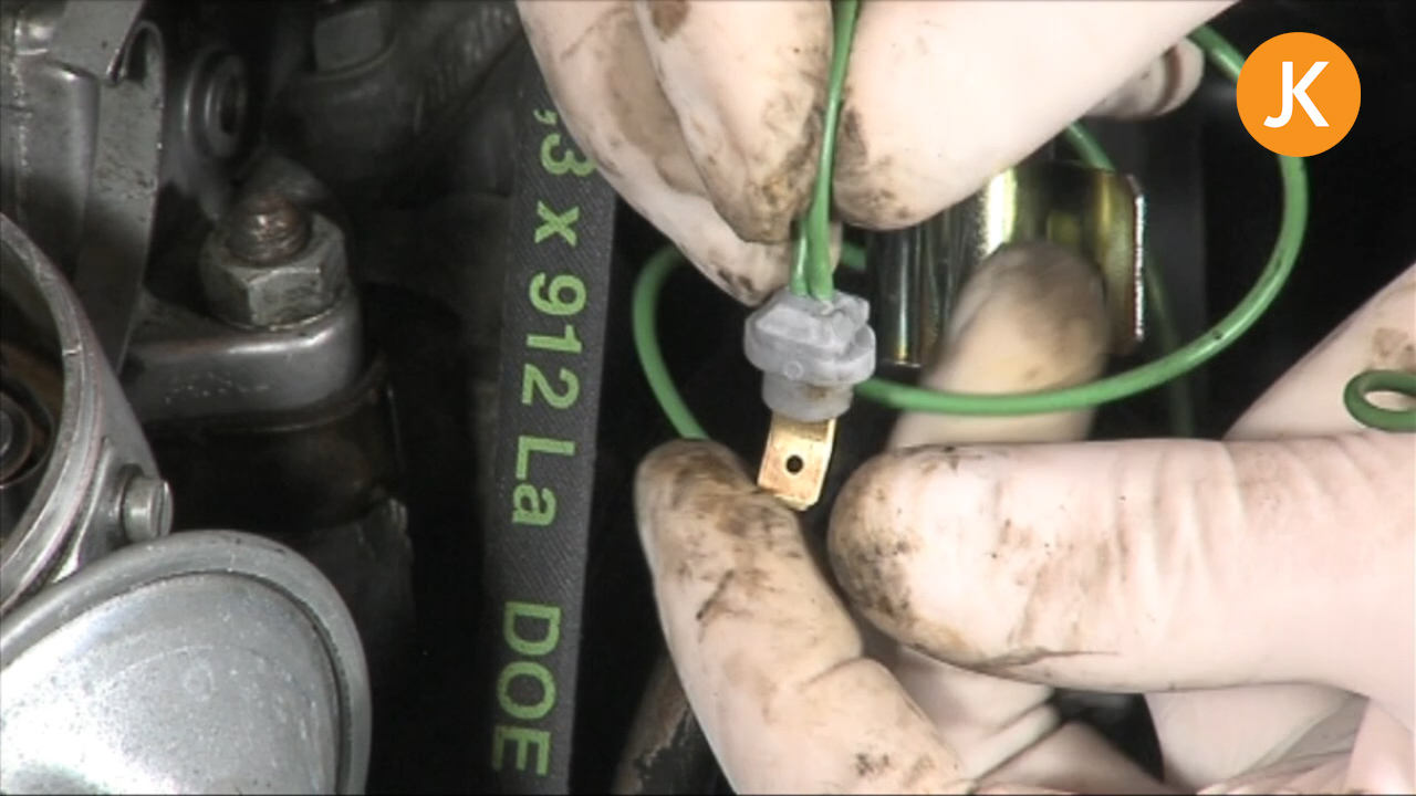 Replace and adjust the points and condenser (2/2)